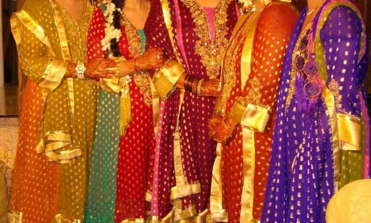 Top 10 Pakistani Mehndi Dresses 2019 for Wedding Brides